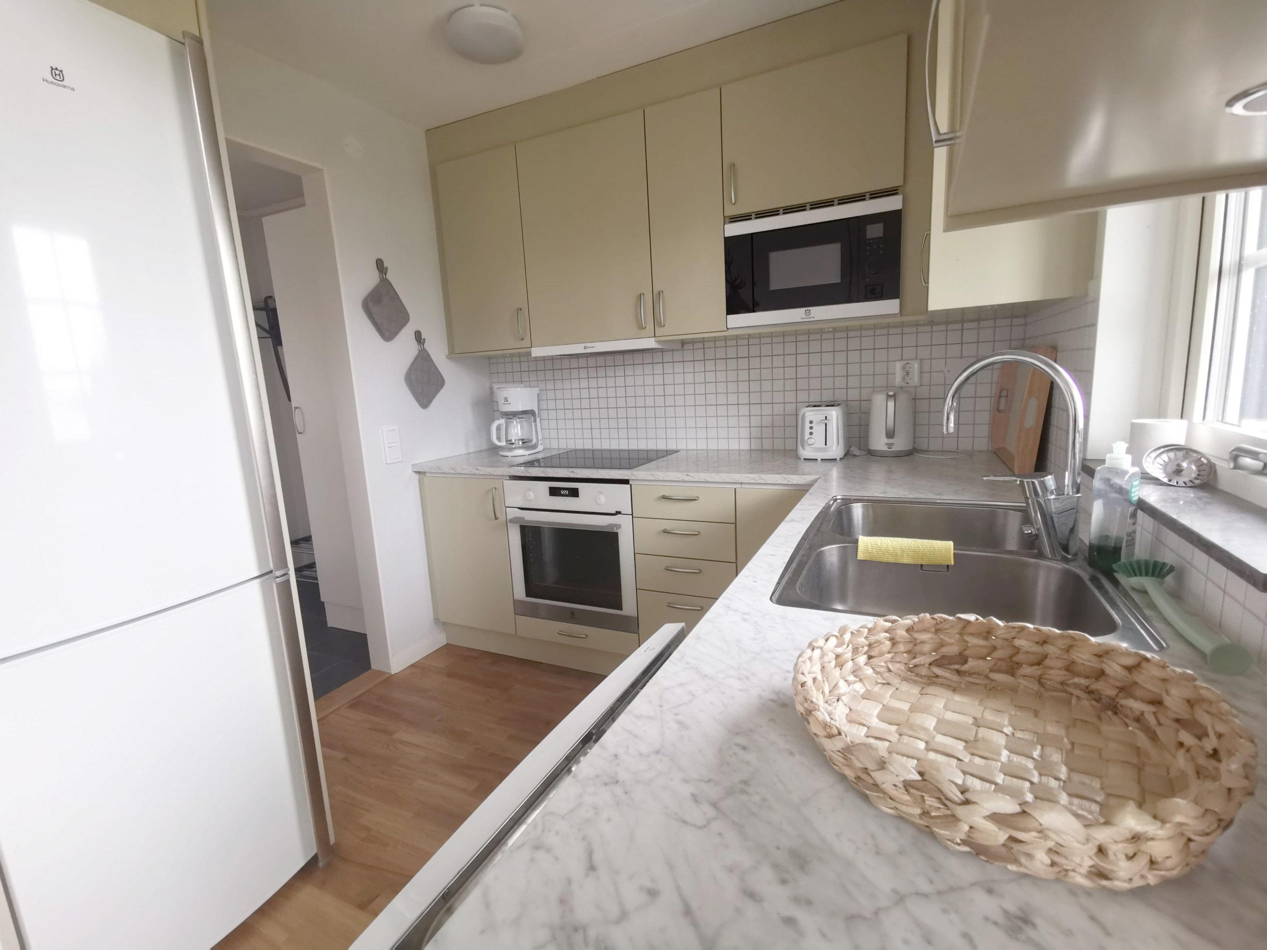 Bild på kök i stuga på Basunda Gård