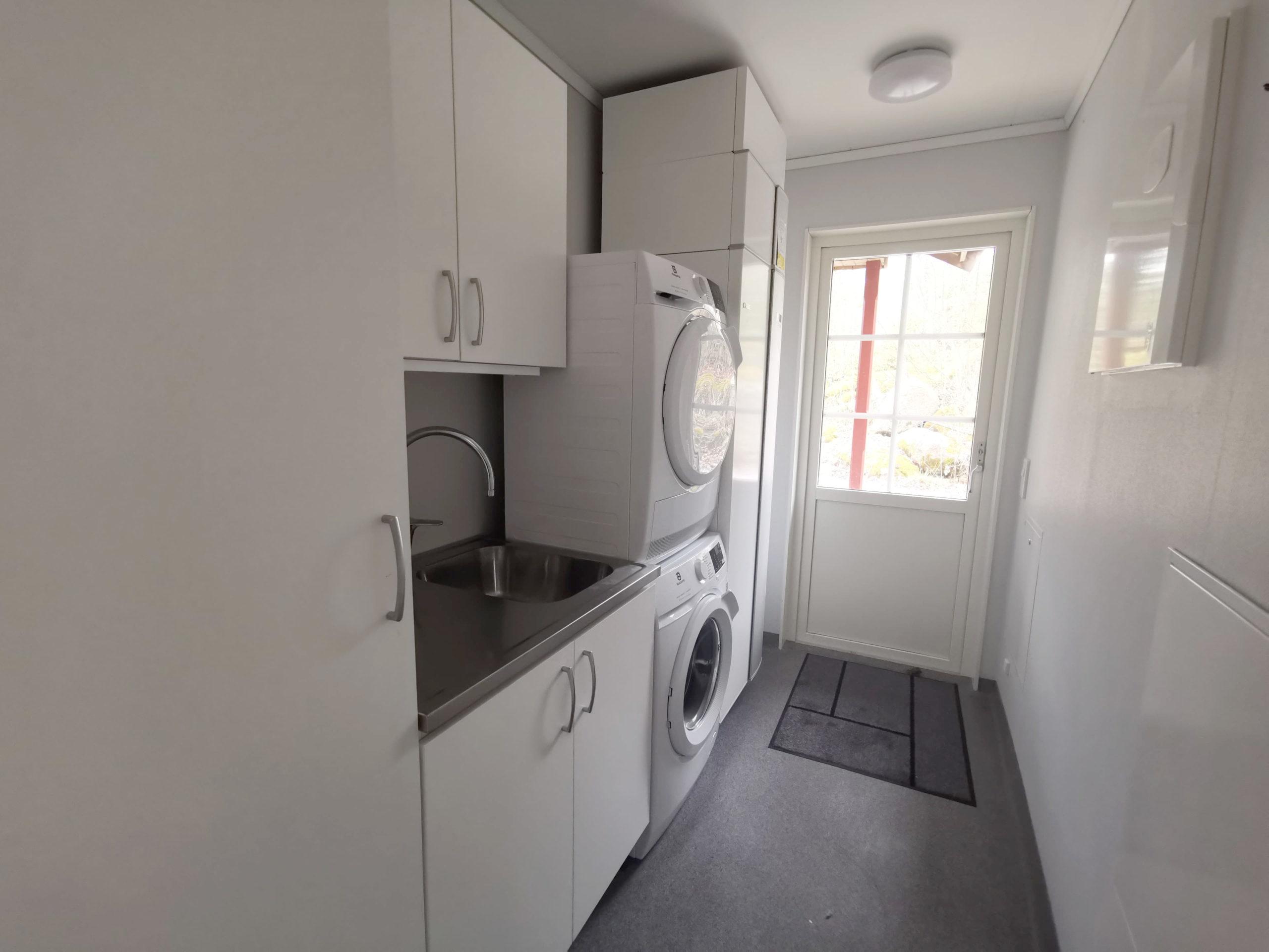 Bild på tvättstuga i stuga på Basunda Gård